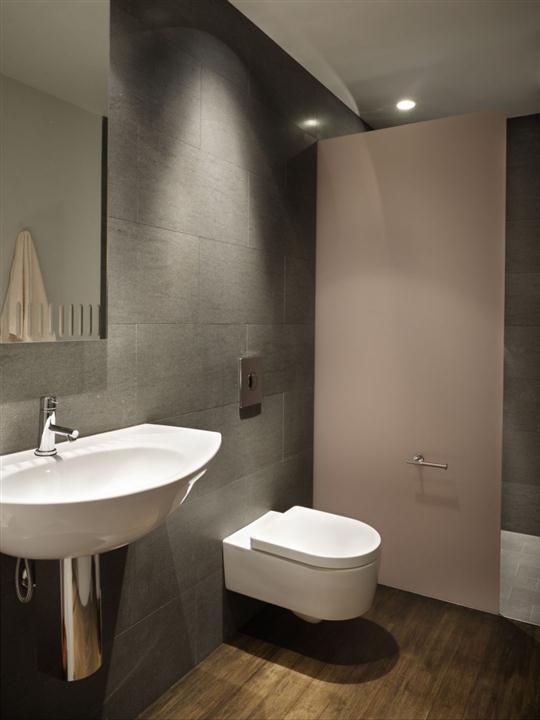 Чтобы отделка ванной и туалета проходила комфортно, и не требовалось